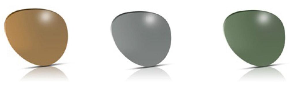 Trijų spalvų akinių lęšiai baltame fone