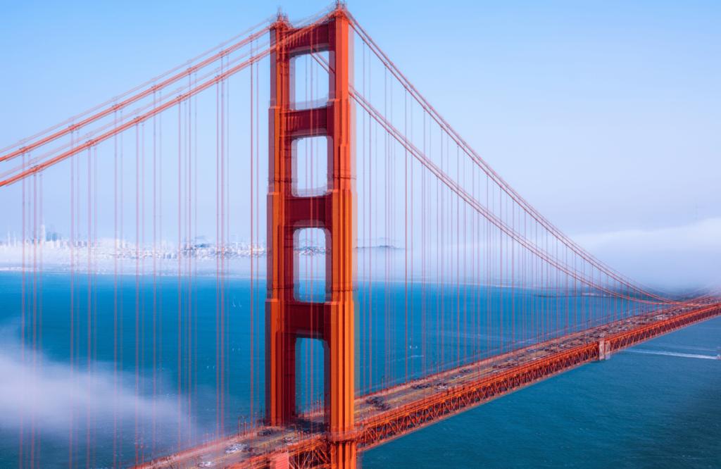 išsiliejęs raudono tilto vaizdas