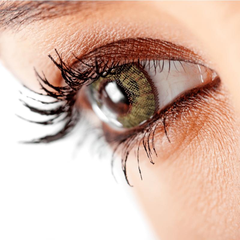 Moters akis iš arti