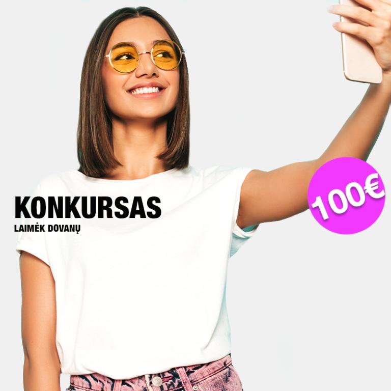 Moteris fotografuojasi instagramo konkursui, kurio prizas 100€ dovanų čekis